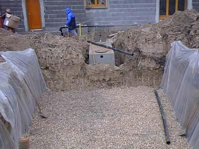 Assainissement autonome. Epandage, filtre à sable, gravelette, simple mais délicat à mettre en oeuvre.